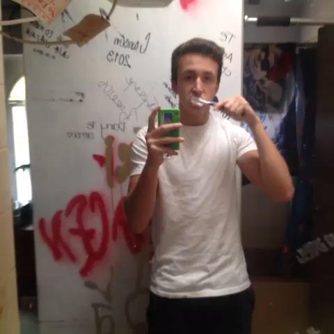 Como la gente se cepilla los dientes VS como yo me cepilló los dientes