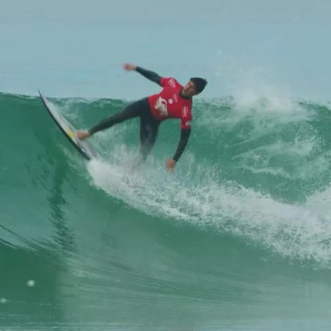 .@johnjohnflorenc & @gabriel1medina will battle it out in the Quarterfinals ???? #QuikPro #France #superheat - Vine by WSL - .@johnjohnflorenc & @gabriel1medina will battle it out in the Quarterfinals 🏄 #QuikPro #France #superheat