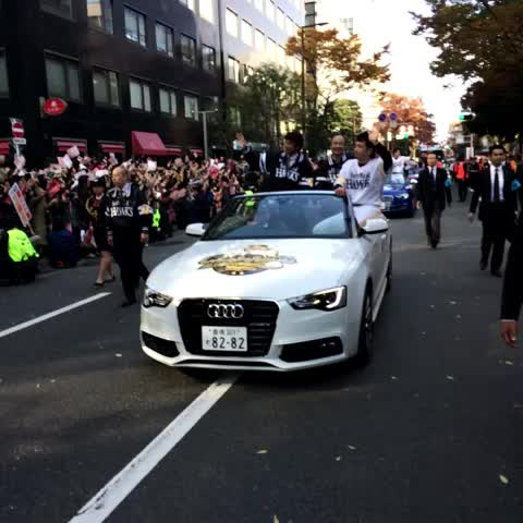 オープンカー1号!#sbhawks - HAWKS_officials post on Vine