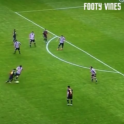 Ohhh Messi Kill Em #messi #terio #ohhkillem #football #soccer #barcelona #futbol #footy #trick #funny #sports #hd #barca #goal #fakeout - Extreme Failss post on Vine