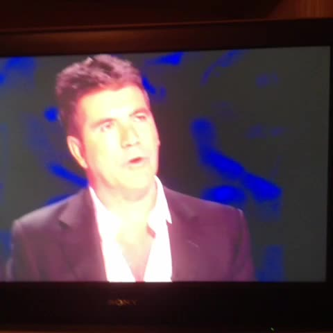 The end of this clip is possibly the most camp thing Simon Cowell has ever done #xfactor - Ian Hylands post on Vine