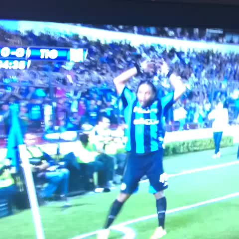 Ya empezó la fiesta de Ronaldinho!!!!! - Ale Padins post on Vine