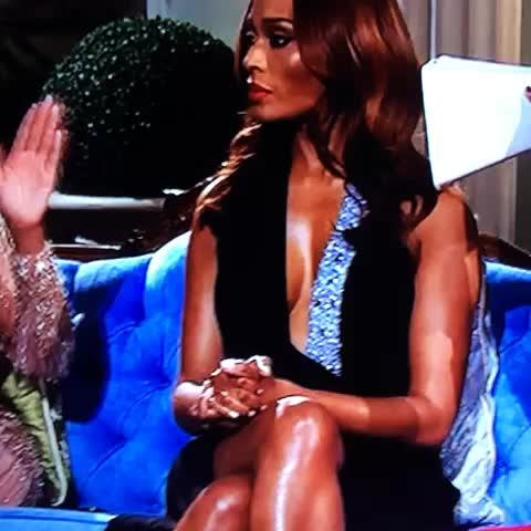 Did yall catch that Cynthia Bailey nip slip? #RHOA #RHOAReuinion - TVines post on Vine