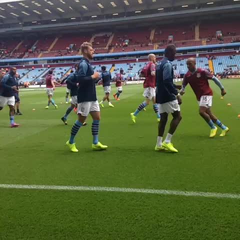 Newboy Carlos Sanchez and his new team-mates warm-up. #AVFC #AVFCLIVE #NUFC - AVFCOfficials post on Vine