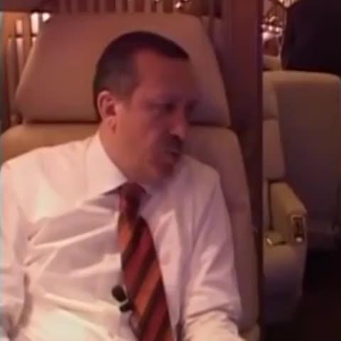 Vine by Fatih Şahin - tayyip erdoğan: kitap okumaya vakit bulamıyorum. arkadaşlarım özet getiriyor. ahmet davutoğlu: okuma özürlü! özetten kitap anlaşılır mı?