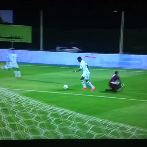Vine by صحيفة فوتبول @Sport_fot - الأهلي 1 × 0 الفيصلي - مهند عسيري رائع بالكعب د10 :