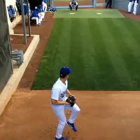 Zack Greinke warms up in the bullpen. #SloMo - Dodgerss post on Vine