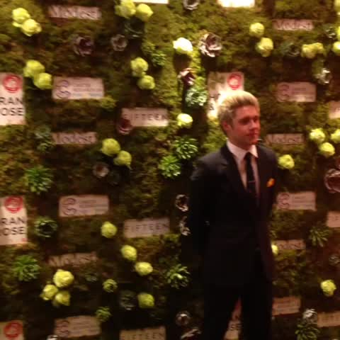 Vine by Kevin Hughes @popprince - Niall Horan arrives at his #Horan&Rose Charity Gala Dinner in aid of Cancer Research UK Kids & Teens