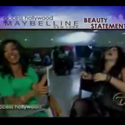 Vine by Friendship_2006 - American idol is @kelly_clarkson She so laughing haha 😂😂 Senyora Santibañez, @chantalandere watch this video
