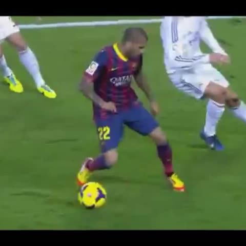 infosmessis post on Vine - #Alves nutmeg on #CR7 :) - infosmessis post on Vine