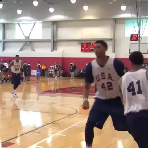 Derrick Rose™s post on Vine - Derrick Rose in USA Camp looking good😆 #USA #Drose #chicago #bulls #videoshop - Derrick Rose™s post on Vine
