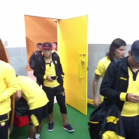 BarcelonaSCs post on Vine - #BSC hace su arribo a los camerinos del Estadio Olímpico Atahualpa - BarcelonaSCs post on Vine