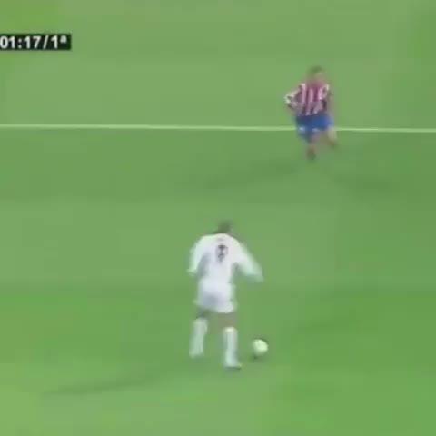 iPhoneaticos post on Vine - GOLAZO de Ronaldo Nazario a los 16 segundos y humillando nada más y nada menos que al Cholo Simeone y al Mono Burgos. #HalaMadrid #Ronaldo9 - iPhoneaticos post on Vine