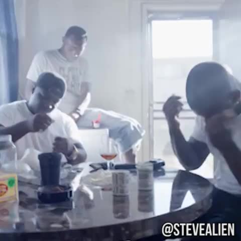 Steve Aliens post on Vine - Im In Love With #Chipotle (Remix) Vine By Steve Alien @SteveAlien Worst Dancers And Singers #OTGenasis #CoCo #ChipotleKid #SteveAlien - Steve Aliens post on Vine