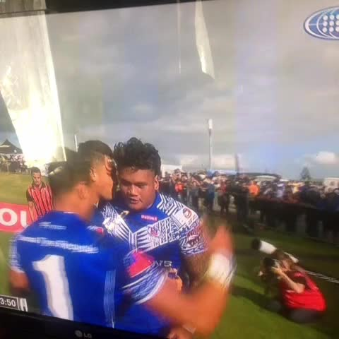 Awesome score! But that ulu has gotta go bro ???? #4Nations #RugbyLeague #ToaSamoa #NewZealand - Its Nora Bros post on Vine