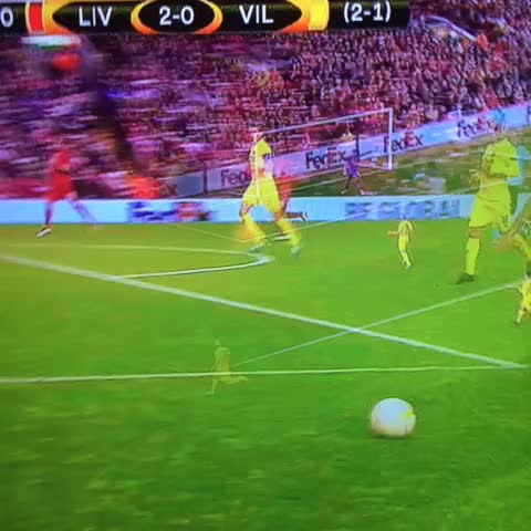 Vine by Eddie High - Whew. Firmino