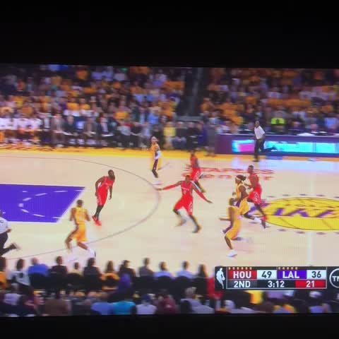 Sports On STCs post on Vine - Beautiful pass from Kobe to Wesley Johnson. #Lakers - Sports On STCs post on Vine