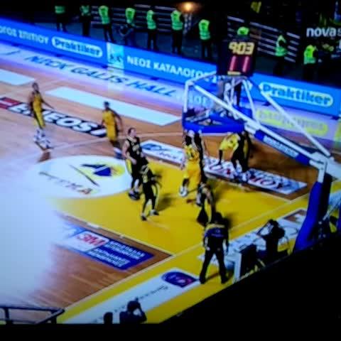 #GreekCup @arisbcgr vs @aekbcgr basket is down (for real) - Vine by Eurohoops.net - #GreekCup @arisbcgr vs @aekbcgr basket is down (for real)