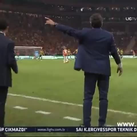 Galatasaray Statss post on Vine - Wesley Sneijderin gol anı ve hocamız Cesare Prandellinin muhteşem sevinci - Galatasaray Statss post on Vine