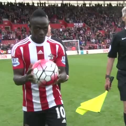 Vine by Southampton FC - Referee Andre Marriner tries to steal Sadio Manés hat-trick ball! 😂 #saintsfc