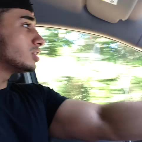 InvincibleArabs post on Vine - Arabs first time in America  😂😂 - InvincibleArabs post on Vine