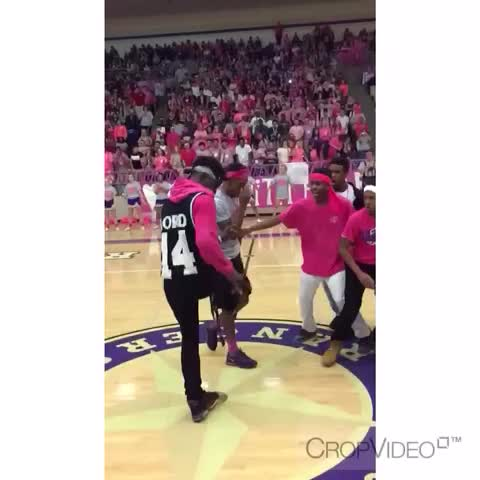 CTHS Pep Rally Doing It Right???????? #WhipDance #WhipDanceTakeover - Jayy MotherFvkas post on Vine