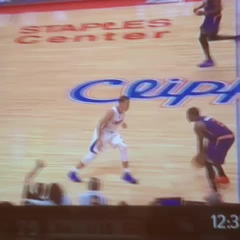 Ben Detricks post on Vine - Eric Bledsoe made a guy quit basketball mid-game. - Ben Detricks post on Vine