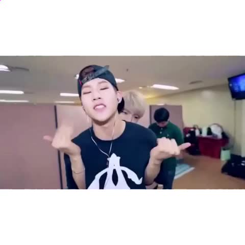 Vine by CINVTAE - Jooheon bringing it 👏🏼👏🏼  But lets not forget Minhyuk in the back 😂