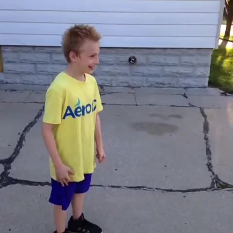 """Cameron/Prohnes post on Vine - Kid on crack sings """"Yeah"""" by Usher #Crack #Funny #Remix #Comedy - Cameron/Prohnes post on Vine"""