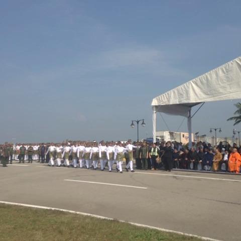 Barisan penanda mula ambil tempat.. #MengenangMH17 #MalaysiaBerkabung @501awani - HilalAzmis post on Vine