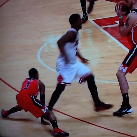 This is either old age or cheating from Joey Crawford. Foul on Beal? Cmon, #NBA. #Wizards-#Bulls - Kyle Weidies post on Vine