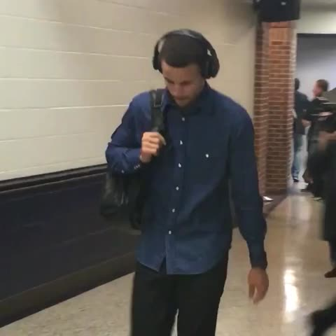 Vine by NBA - Steph Curry makes his way into the building for Western Conference Finals GAME 4 on TNT! #NBAStyle #NBAVine