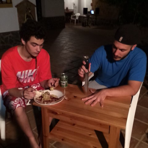 Rubentoncess post on Vine - Vine by Rubentonces - Hijo, te he contado alguna vez la historia de tu abuelo? #momentosimpson C/ Superchoco