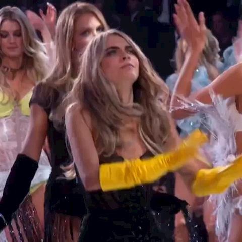 Reagan Rodriguezs post on Vine - Vine by Reagan Rodriguez - #CaraDelevingne #turntup after the #victoriasecretfashionshow #vsfs #hannahmontana #migos #comedy #funny #dance #dancing #remake