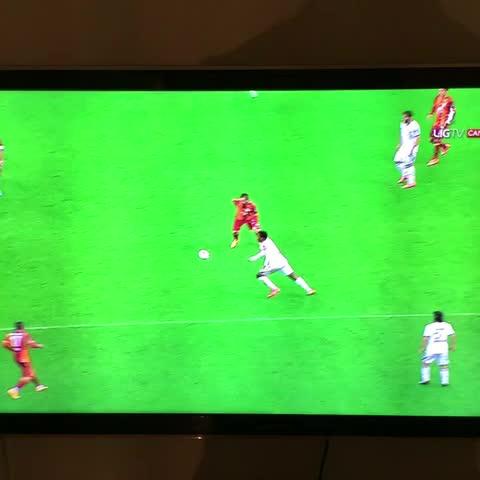 Galatasaray Statss post on Vine - Kasımpaşa stoperi Ryan Donkun asistine dikkat... - Galatasaray Statss post on Vine