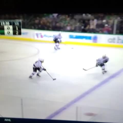 Left Wing Locks post on Vine - Demers with a huge hit on Stoll. #NHL #DallasStars #LAKings #hockeyvines - Left Wing Locks post on Vine