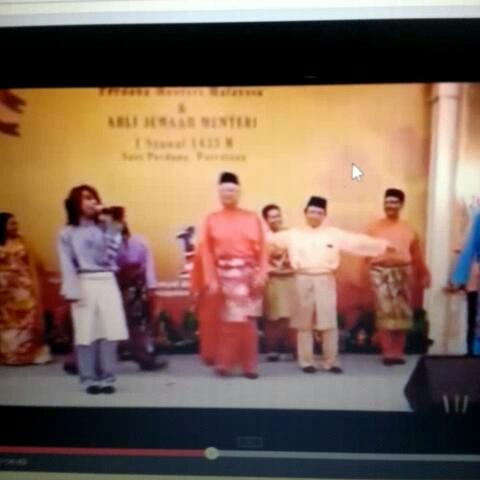 aizats post on Vine - Jom menari #MalayVines #lol #gurau #bosan #SayangPM - aizats post on Vine