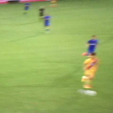 Vine by @GIFS_CPFC - Great header by @Ladapo9 after a great cross by @BWynts #CPFC 🔴🔵🔴🔵🔴🔵🔴🔵🔴