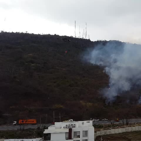 Adolfo Pérezs post on Vine - incendio #cerroAzul helicópteros trabajando @testigomovil - Adolfo Pérezs post on Vine