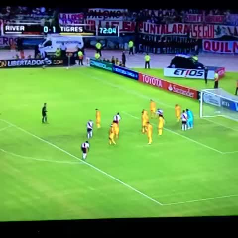 Vine by Cristian - Gol de Carlos Sánchez contra Tigres (México).