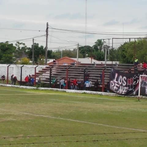 Vine by Arenga Deportiva - 📹 | Incidentes. La parcialidad de #Amalia agredió al puñado de hinchas de #CentralNorte. #FederalB ⚽