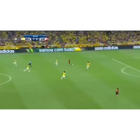 Vine by Soccer Memories - Amazing save by David Luiz!! Was his move because of the money or his teammate Thiago Silva?? #SoccerMemories #DavidLuiz