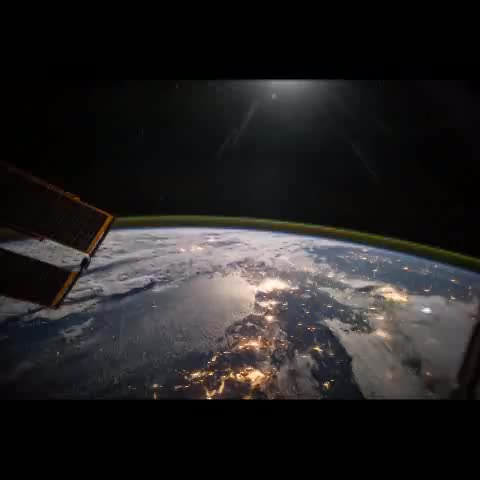 Reid Wisemans post on Vine - That's not the Sun, it's the #Moon setting on a gorgeous night. #SpaceVine #Timelapse - Reid Wisemans post on Vine