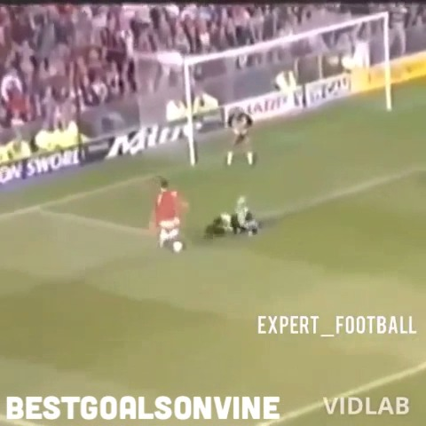 BESTGOALSONVINEs post on Vine - Vine by BESTGOALSONVINE - #50cent #cantona #football #soccer #goal #goals #amazing #like #revine #follow #best #crazy #england #firstvine #firstpost #music #song #lol