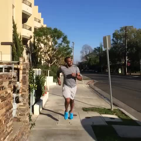 DeStorm Powers post on Vine - Vine by DeStorm Power - Earbuds NEVER stay in your ears. #inspiredby LUCE