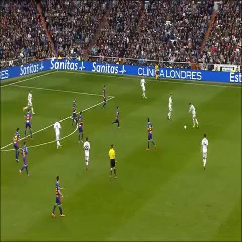 Real Madrid Viness post on Vine - Vine by Real Madrid Vines - Vaya de Ramos al ver el gol de Bale!  @GarethBale11 @SergioRamos #Bale #RealMadrid #Ramos #Futbol #SoccerDirties   #football