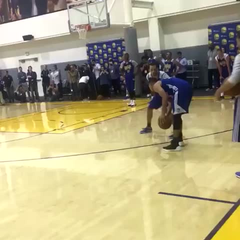 Vine by Bleacher Report - Looks like Steph added another move to his repertoire 👀 (via @Warriors)