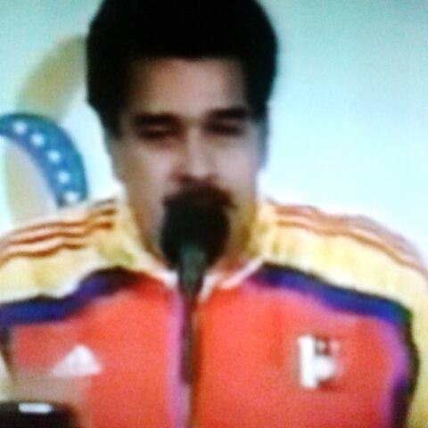 Ese Chávez es un loquillo. #Venezuela #VineVenezuela #EsteEsUnTravieso Vine Venezuela Vinevenezuela