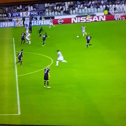 Fútbol Italiano - Serie As post on Vine - Golazo de Tévez! Juventus 1 - Malmo 0. #UCL - Fútbol Italiano - Serie As post on Vine