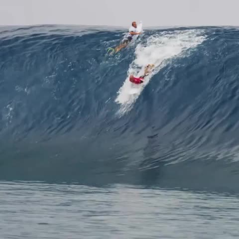 Vine by WSL - No motorcycle required. #BillabongProTahiti: Aug 14 - 25 @kellyslater